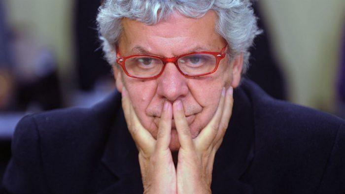 """Riesgo financiero: Gobierno insiste en culpar a la administración Bachelet y Eyzaguire les pide """"prudencia"""""""