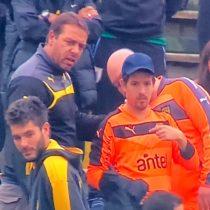 Insólito: equipo de fútbol le pide a hincha que le preste su camiseta al arquero para usarla durante el partido