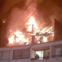Dos niños muertos y cinco personas lesionadas deja incendio en Valparaíso