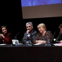 """Con emocionante discurso de Bachelet, se presenta libro Las Niñas Pueden: """"La pregunta es si nosotros como sociedad podemos"""""""