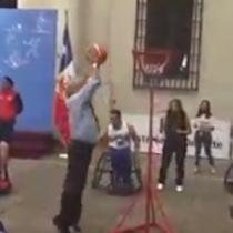 [VIDEO] El comentado registro de Sebastián Piñera jugando básquetbol en La Moneda