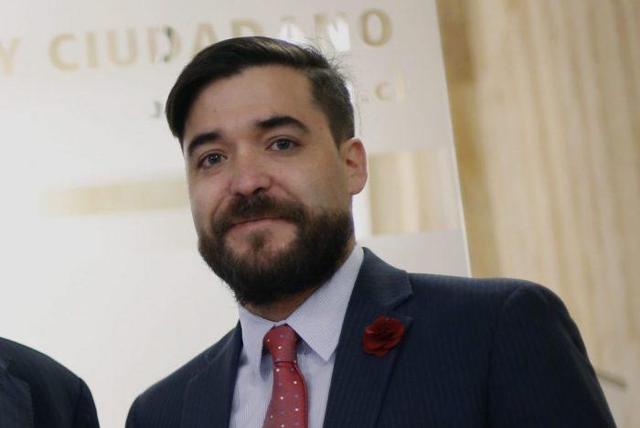 Otra del ministro Varela: Mineduc contrata como jefe jurídico a fundador de ONG anti LGTB
