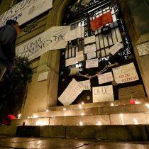 Toma feminista en la PUC: Ignacio Sánchez y estudiantes firman acta de acuerdo