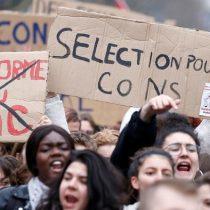 Franceses aprueban costosas multas a los hombres que