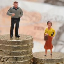 Brecha salarial: mujeres con mayor nivel educativo en Chile ganan menos que los hombres