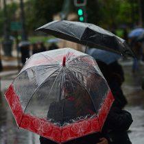 Lluvias en la Región Metropolitana dejan más de 87 mil clientes sin electricidad