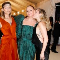 El show de Miley Cyrus con las hijas de Michael Jackson y  Paul McCartney