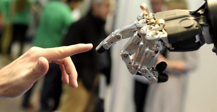 Se buscan banqueros que trabajen bien con robots