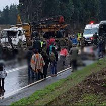 Choque entre bus policial y camión deja 14 carabineros heridos