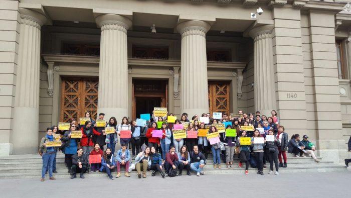 Golpe al acoso en las universidades: Corte de Apelaciones anuló sentencia por injurias y calumnias en contra de cuatro estudiantes