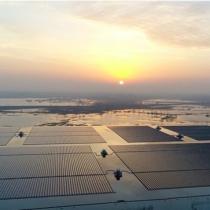 Cómo es la planta de energía solar flotante más grande del mundo