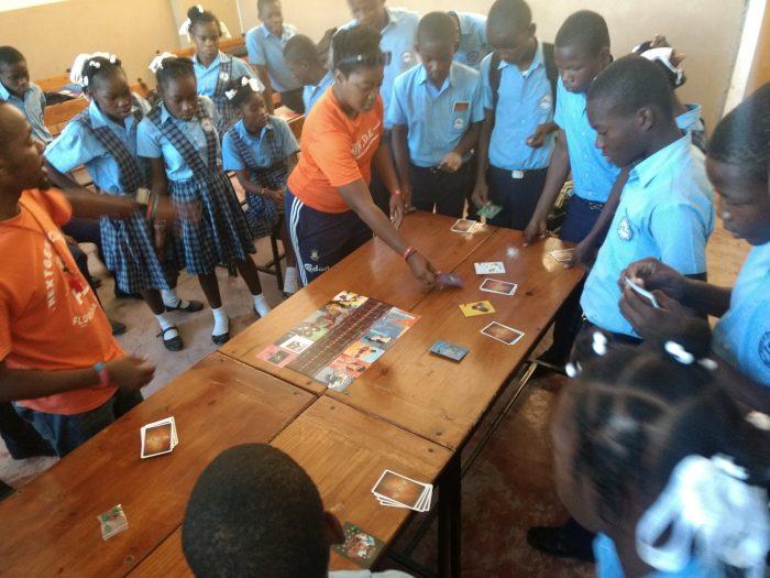 Integración lúdica: niños haitianos comparten con chilenos a través de los juegos de mesa