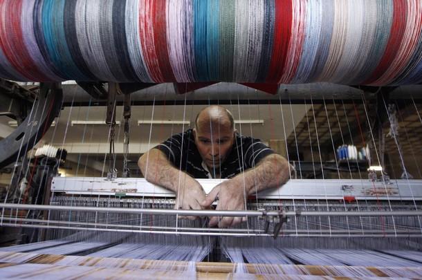 Producción industrial cae arrastrada por mal desempeño del sector manufacturero en medio de protestas