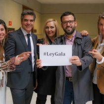 """Ley Gala: Diputados presentan proyecto para """"terminar con la imposición histórica de que el apellido del padre deba ser el primero"""