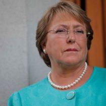 Bachelet sin agua en la piscina política