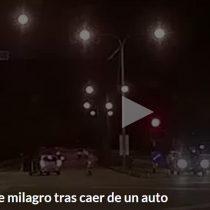 Niño se salva milagrosamente tras caer de un auto en movimiento