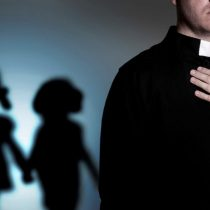 Otra lista negra en EEUU: Iglesia católica de Texas identifica 286 sacerdotes que abusaron de niños