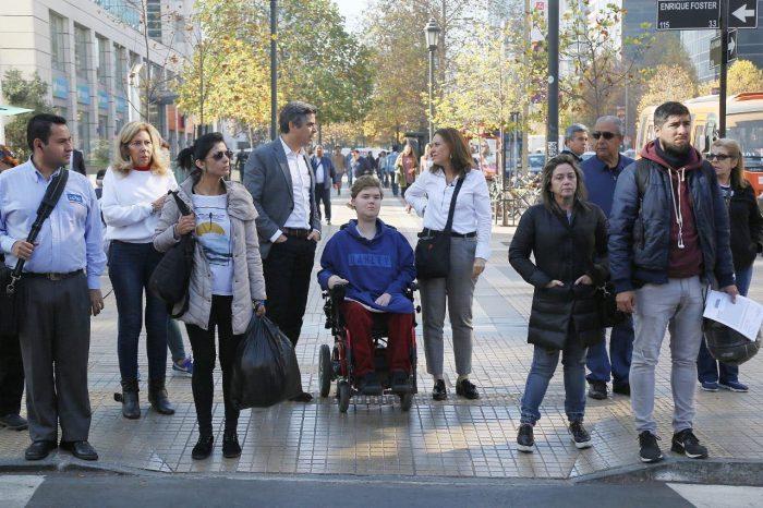 Diputado Fuenzalida inicia campaña para hacer la ciudad más accesible tras experimentar cómo es vivir un día en silla de ruedas