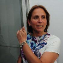 ¿Broma o machismo? Alcaldesa de Peñalolén sale a pedir disculpas por tweet que naturaliza insultos femeninos en el fútbol
