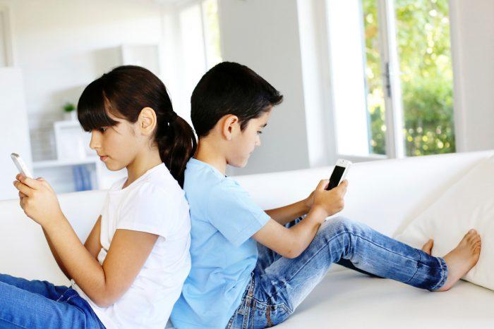 Niños secuestrados por las pantallas