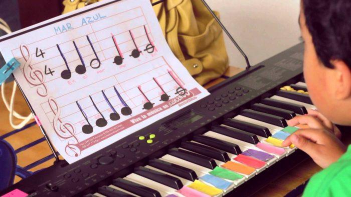 ¿Deben las escuelas de sordos incorporar la asignatura de música en su plan de estudios?