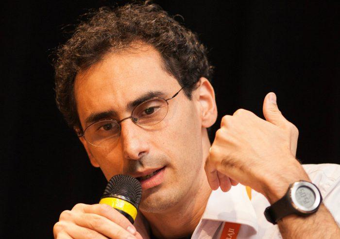 Antonio Gois, el premiado periodista brasilero que investiga el liderazgo en las escuelas vulnerables