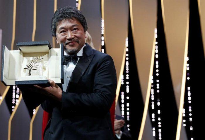 Director japonés triunfa en Cannes con una crítica social en una edición muy política