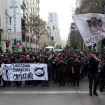 [VIDEO] Instituto Nacional versus Carabineros: alumnos marchan hasta La Moneda para acusar violencia de Fuerzas Especiales
