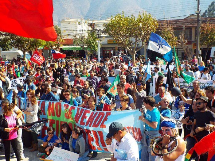 Palteros de Petorca al banquillo: las críticas al modelo chileno que deja pobreza y desigualdad