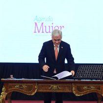 Piñera reitera créditos a Bachelet en firma de proyecto de reforma constitucional de equidad de género