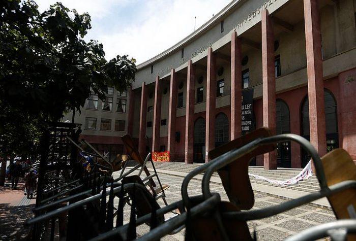 Estudiantes ponen fin a toma feminista en Facultad de Derecho en la U. de Chile