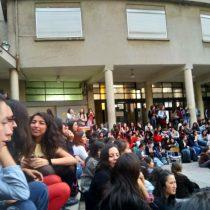 Estudiante que denunció acoso sexual de Carlos Carmona presentó recurso de protección contra la U. de Chile
