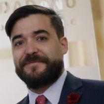 Más problemas para Varela: Contraloría pone reparos a contrato de nuevo jefe jurídico del Mineduc