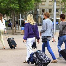 Estudio revela que huella de carbono del turismo es cuatro veces mayor que lo estimado