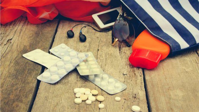 Por qué viajar con medicinas puede ser arriesgado (y qué precauciones debes tomar)