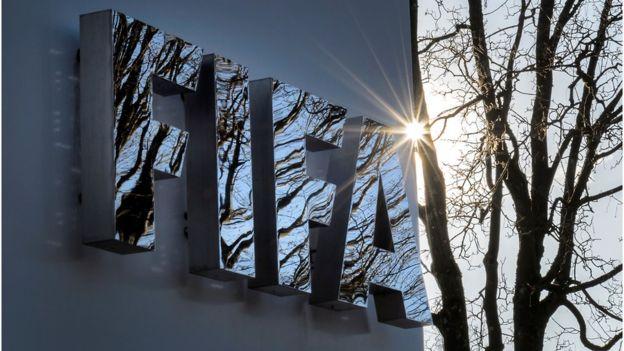 FIFA impone multas a México y Serbia por la actitud de sus aficionados