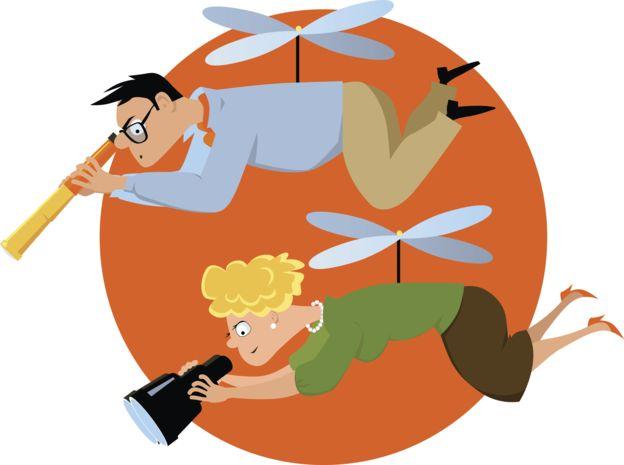 """Qué son los """"padres helicóptero"""" y cómo pueden afectar al desarrollo emocional de sus hijos"""