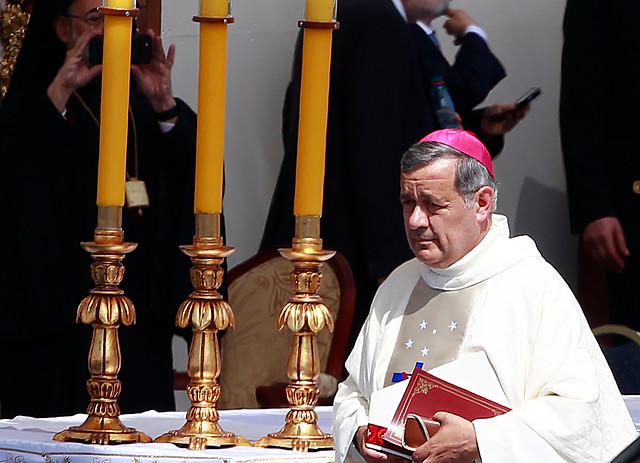 Obispo Barros sigue sin entender nada: ofrece disculpas por sus