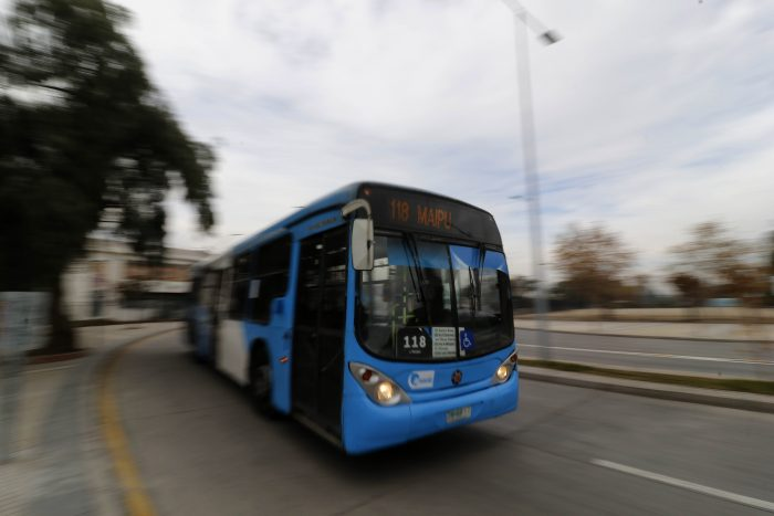 Conductora del Transantiago contó su versión: Acusó a la empresa de negarse a ayudarla