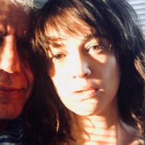 El triste mensaje de la novia de Anthony Bourdain: el chef la apoyó en la acusación de violación contra Harvey Weinstein
