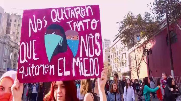 Las mejores frases del reportaje de CHV sobre movimiento feminista que se tomó la noche del domingo y generó conversación