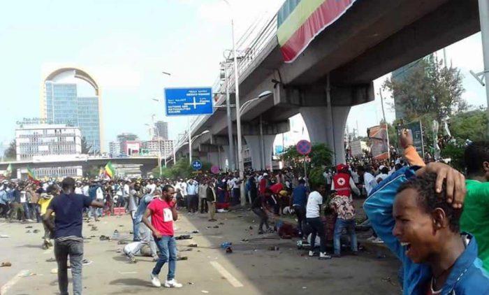 Un muerto y 132 heridos en la explosión del mitin del primer ministro etíope