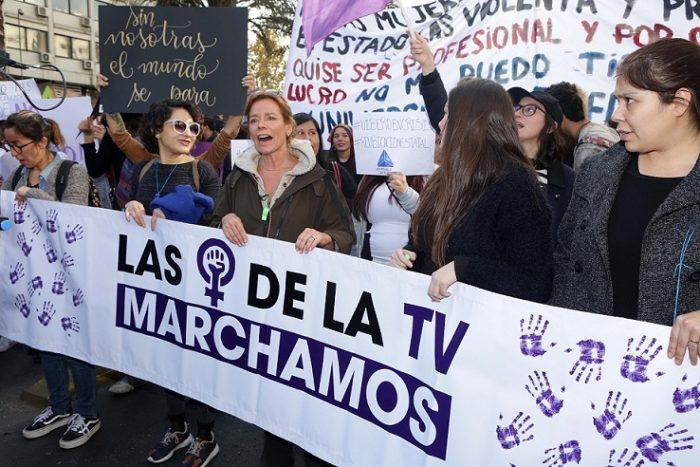 """Kathy Salosny participa de la marcha feminista y opina sobre las manifestaciones a torso desnudo: """"Es un símbolo de libertad"""""""