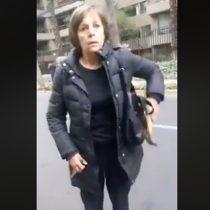 Vecina de Las Condes amenaza con un martillo a trabajadores de aseo municipal