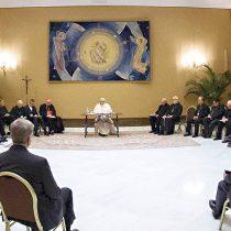 Papa acepta renuncias de Goic y Valenzuela y apunta a las redes de protección en la Iglesia