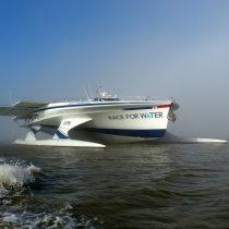 Barco que crea conciencia sobre contaminación plástica del océano llega a Chile