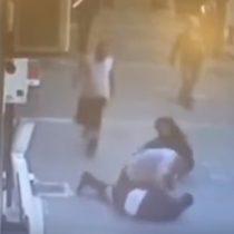Transeúnte noqueó de un cabezazo al agresor de una mujer