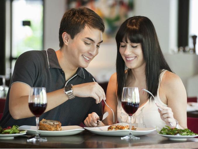 Confirmado: mujeres chilenas tienen mejores hábitos alimenticios que los hombres
