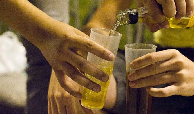 Pediatras llaman a crear consenso nacional para disminuir consumo de alcohol y drogas
