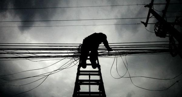 Corte eléctrico deja sin suministro a 645 mil hogares entre Temuco y Chiloé